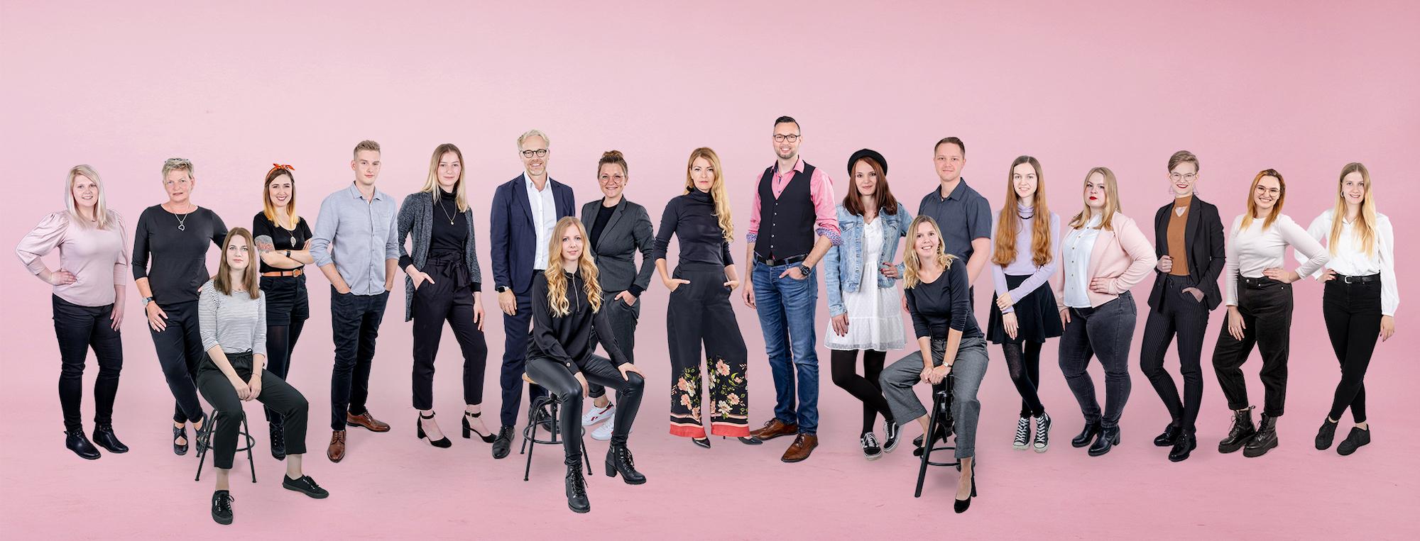 Neues-Teamfoto-Juli2021.jpg – DESIGNSTUUV Werbeagentur GmbH & Co. KG
