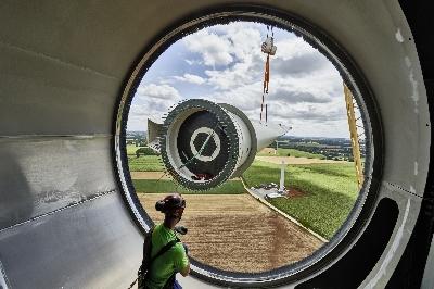 Aufbau einer ENERCON Windenergieanlage.jpg - ENERCON