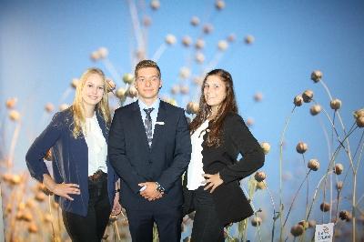 Unsere Azubis.JPG - Raiffeisenbank Flachsmeer eG