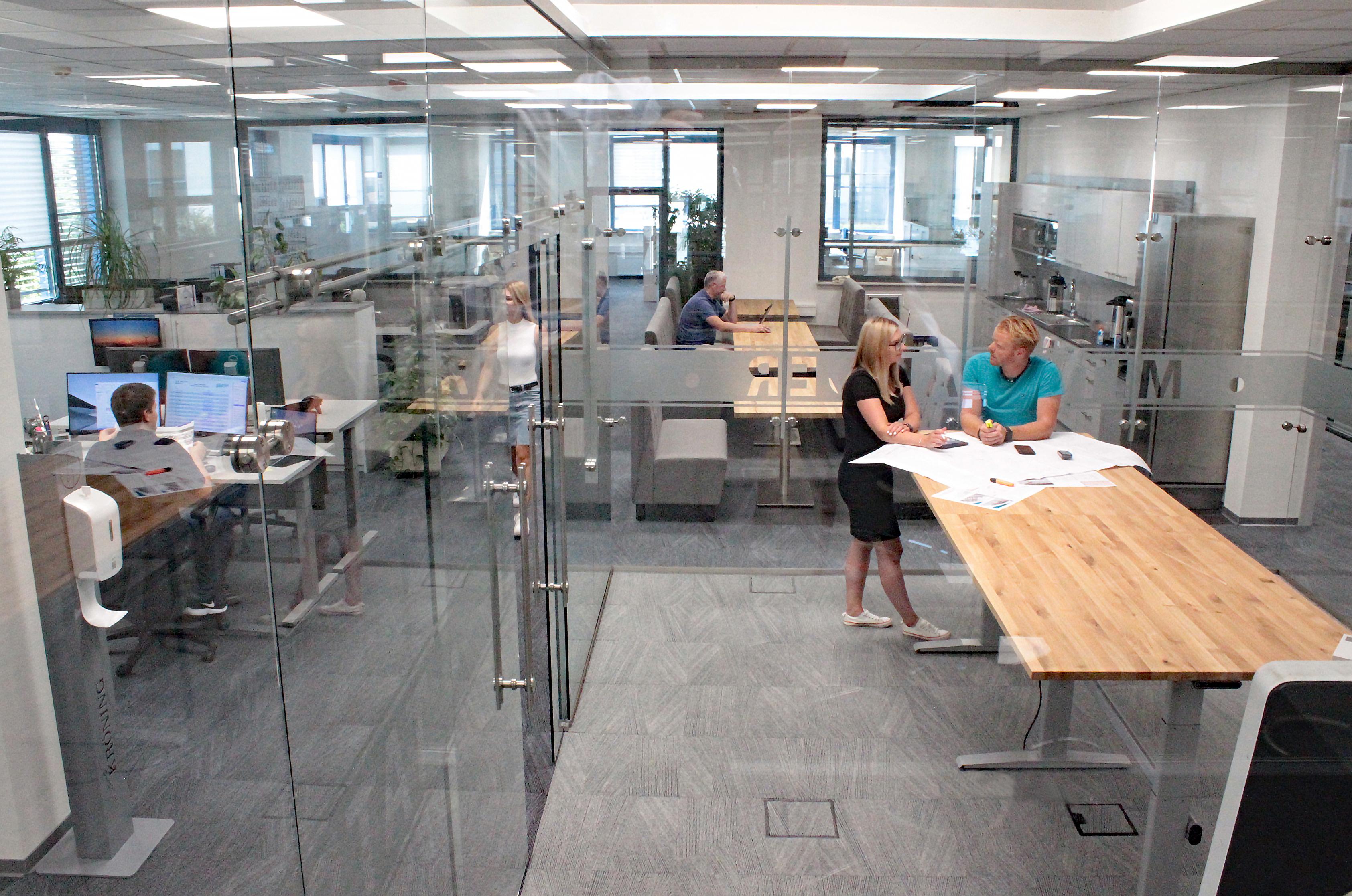 200812_Konstruktion_Projektleitung_x IMG_6276.jpg – Stahl- und Metallbau Ihnen GmbH & Co. KG