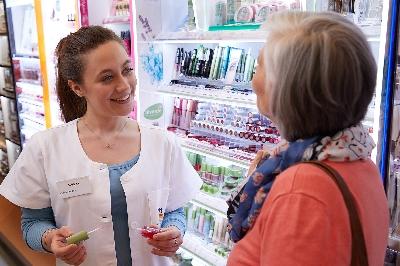 Drogist1.jpg - dm-Drogeriemarkt GmbH+Co.KG